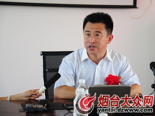 著名中国山水画家孙日晓先生游览BSD有机苹果观光
