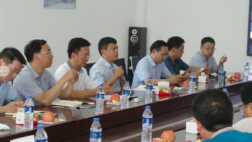 张朋义董事长带领四川省委组织部领导参观方山有机苹果示范园